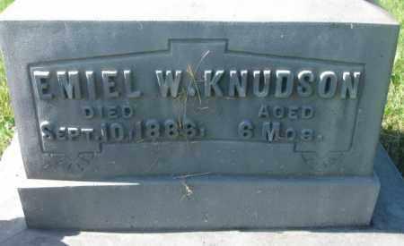 KNUDSON, EMIEL W. (CLOSEUP) - Jerauld County, South Dakota   EMIEL W. (CLOSEUP) KNUDSON - South Dakota Gravestone Photos
