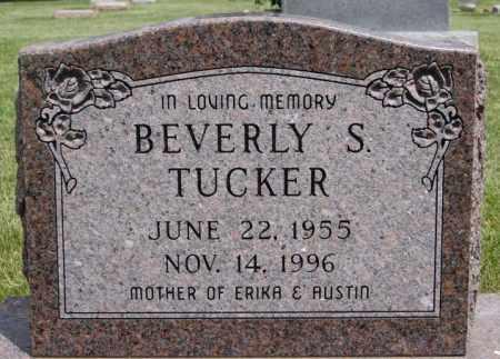 TUCKER, BEVERLY S - Lake County, South Dakota   BEVERLY S TUCKER - South Dakota Gravestone Photos