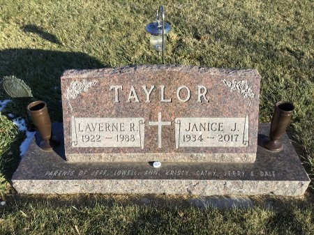 TAYLOR, LAVERNE R. - Spink County, South Dakota   LAVERNE R. TAYLOR - South Dakota Gravestone Photos