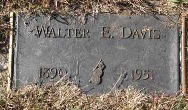 DAVIS, WALTER E. - Yankton County, South Dakota | WALTER E. DAVIS - South Dakota Gravestone Photos
