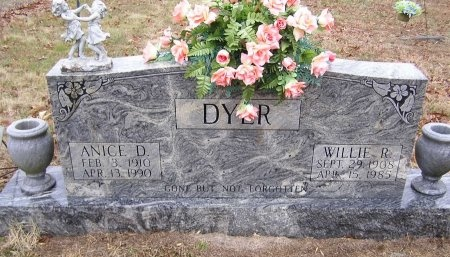 "DYER, ROBERT WILLIAM ""WILLIE"" - Macon County, Tennessee | ROBERT WILLIAM ""WILLIE"" DYER - Tennessee Gravestone Photos"