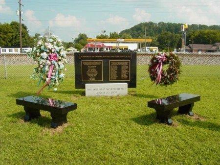 *MEMORIAL, SCHOOL BUS ACCIDENT - Rhea County, Tennessee | SCHOOL BUS ACCIDENT *MEMORIAL - Tennessee Gravestone Photos