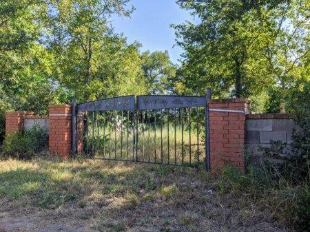 *CEMETERY GATE,  - Bastrop County, Texas |  *CEMETERY GATE - Texas Gravestone Photos