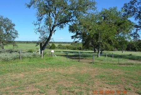 *CEMETERY GATE,  - Gonzales County, Texas |  *CEMETERY GATE - Texas Gravestone Photos