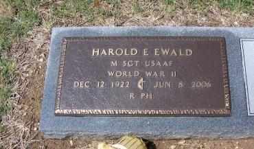 EWALD (VETERAN WWII), HAROLD E - Guadalupe County, Texas | HAROLD E EWALD (VETERAN WWII) - Texas Gravestone Photos