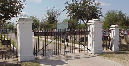 *GATE WITH SIGN,  - Hidalgo County, Texas    *GATE WITH SIGN - Texas Gravestone Photos