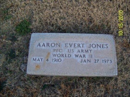 JONES (VETERAN WWII), AARON EVERT - Lubbock County, Texas | AARON EVERT JONES (VETERAN WWII) - Texas Gravestone Photos