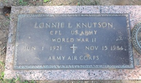 KNUTSON (VETERAN WWII), LONNIE LAVALLION - Parker County, Texas | LONNIE LAVALLION KNUTSON (VETERAN WWII) - Texas Gravestone Photos