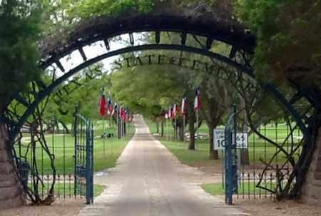 *ENTRANCE GATE,  - Travis County, Texas |  *ENTRANCE GATE - Texas Gravestone Photos