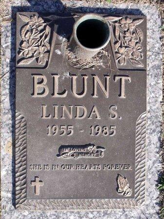 BLUNT, LINDA S. - Henrico County, Virginia | LINDA S. BLUNT - Virginia Gravestone Photos