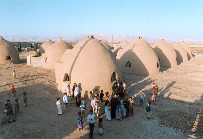 Sandbag Shelters Baninajar Refugee Camp In Iran Archnet