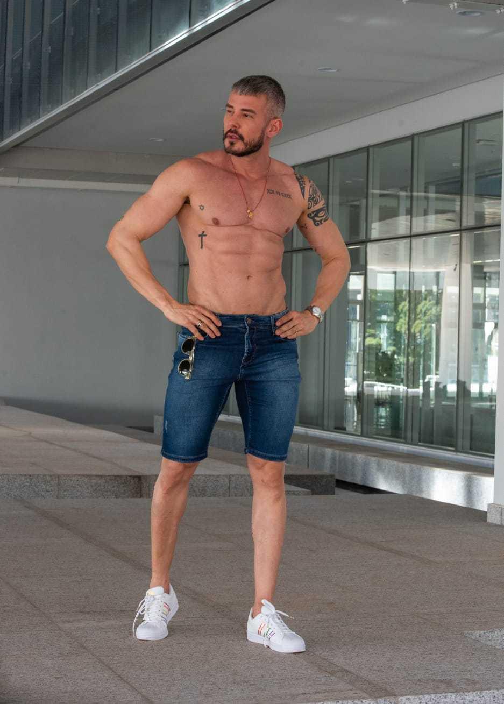 Bermuda Jeans Masculina Detalhe Puído Burguês