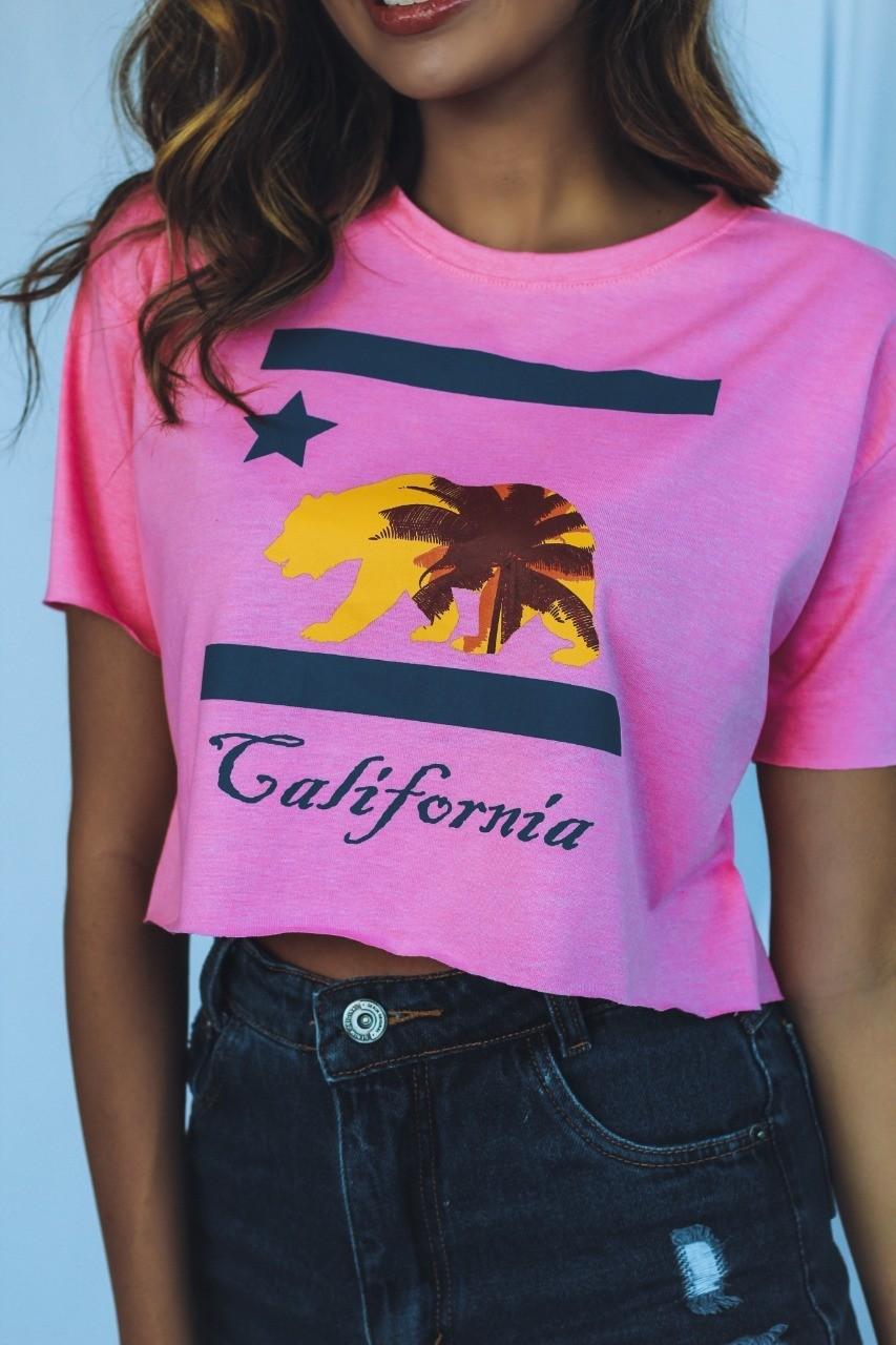 Blusa T-Shirt Cropped Rosa Estampa Califórnia Soberanika