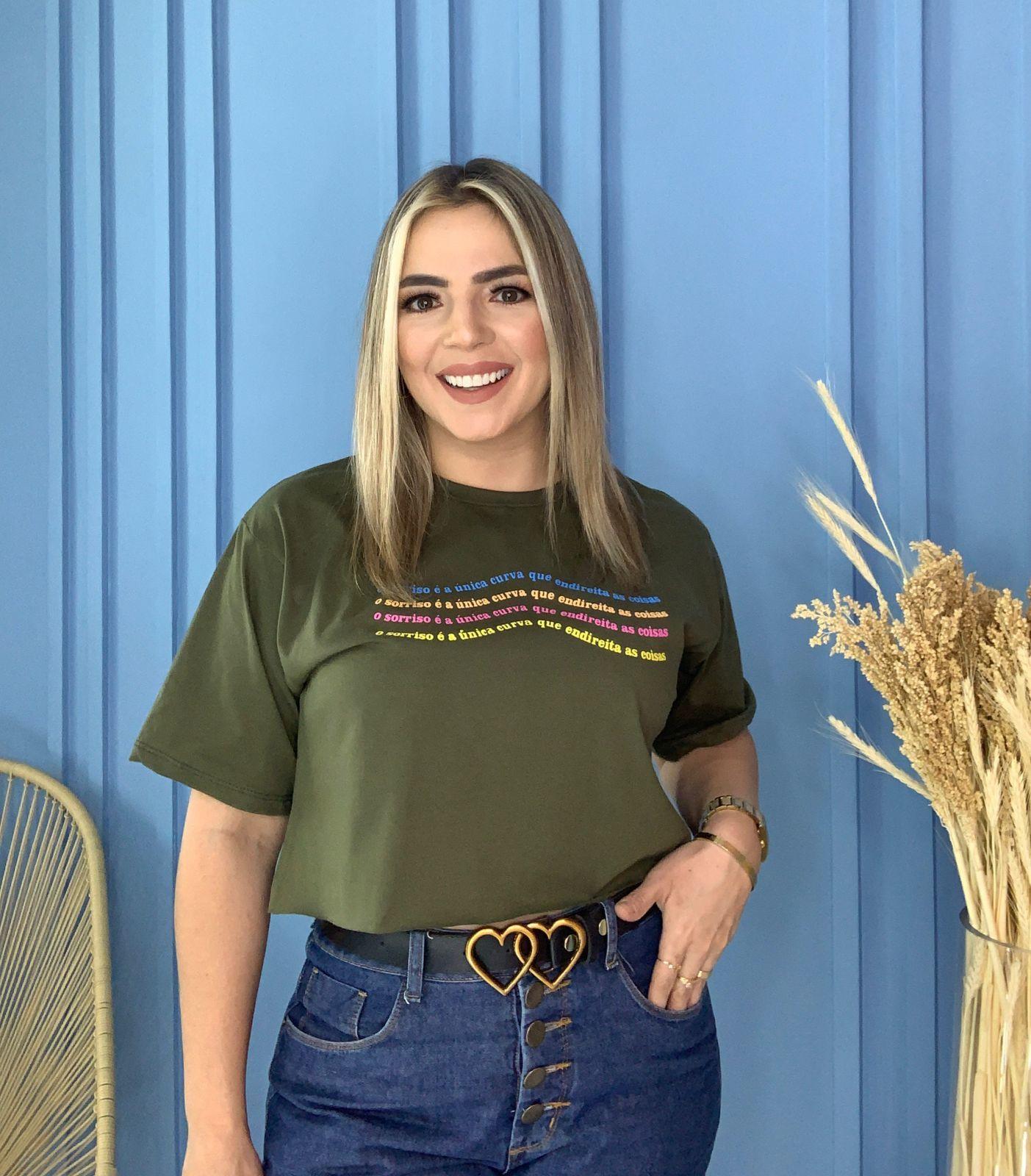 Blusa T-Shirt Cropped Verde Militar Estampa Sorriso Phelps