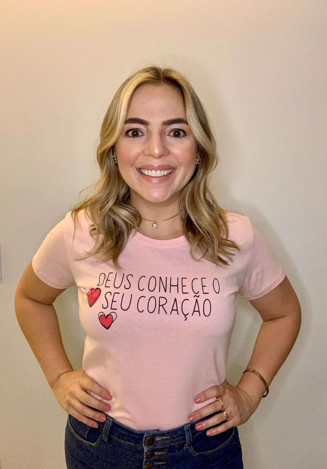 Blusa T-Shirt Rosa Estampa Deus Conhece  Phelps