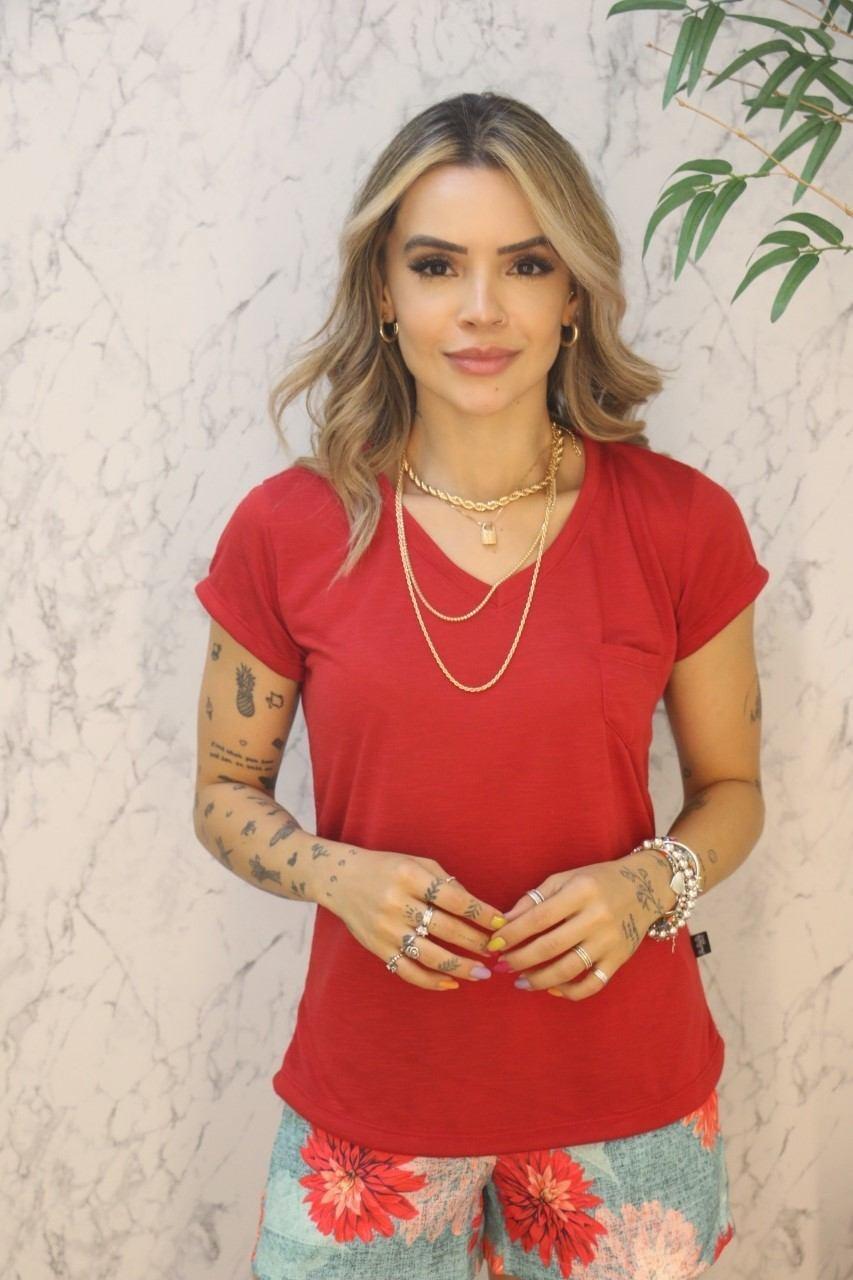 Blusa T-shirt Com Bolso Flamê Vermelha Rarêrê