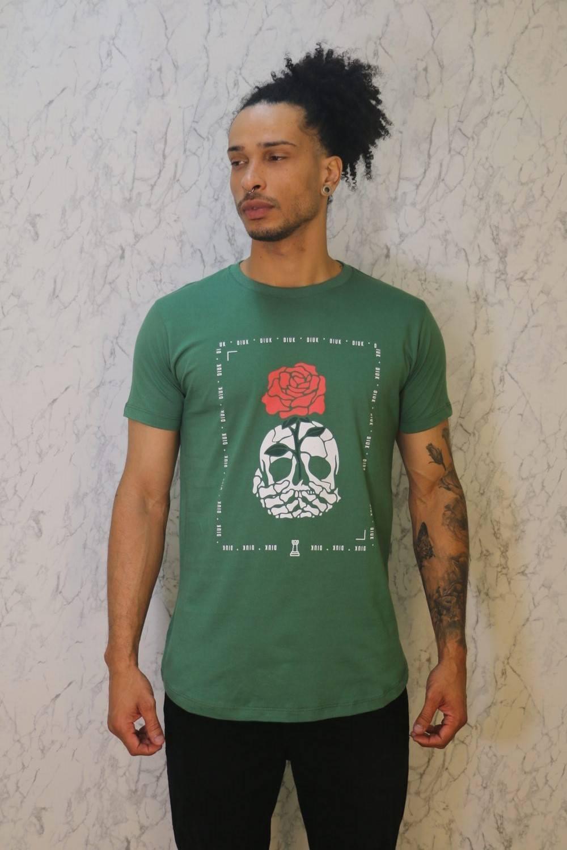 Camiseta Longline Verde Militar Estampa Caveira e Rosa Burguês