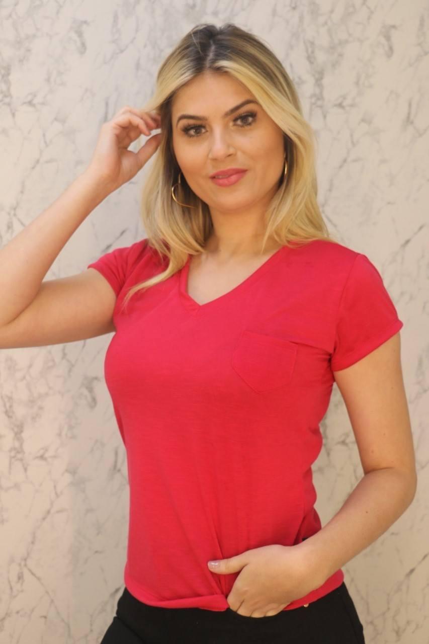 Blusa T-Shirt Pink Gola V Com Bolso Malha Flamê Rarêrê