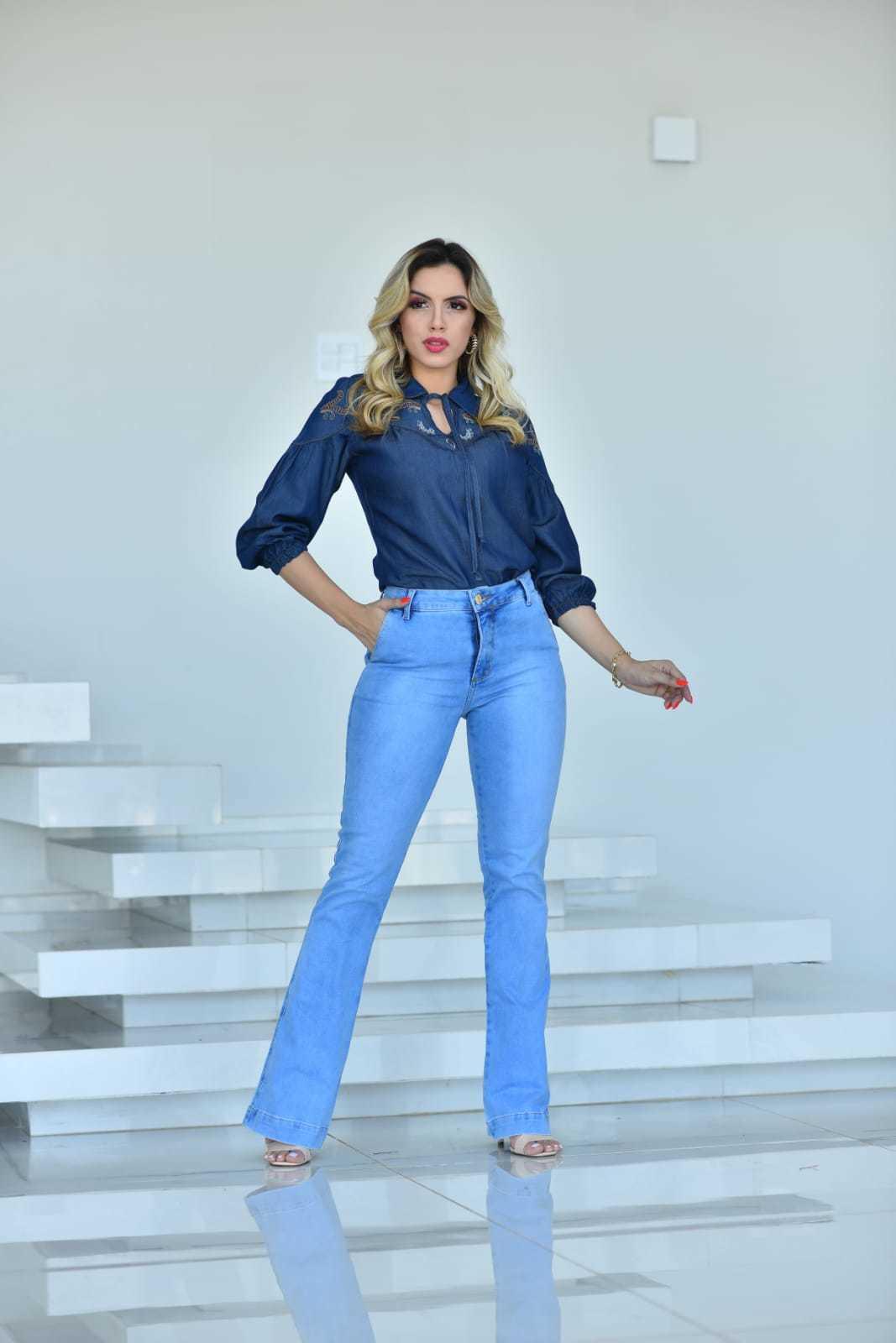 Calça Flare Jeans Claro Bolsos Laterais Omni Vinci