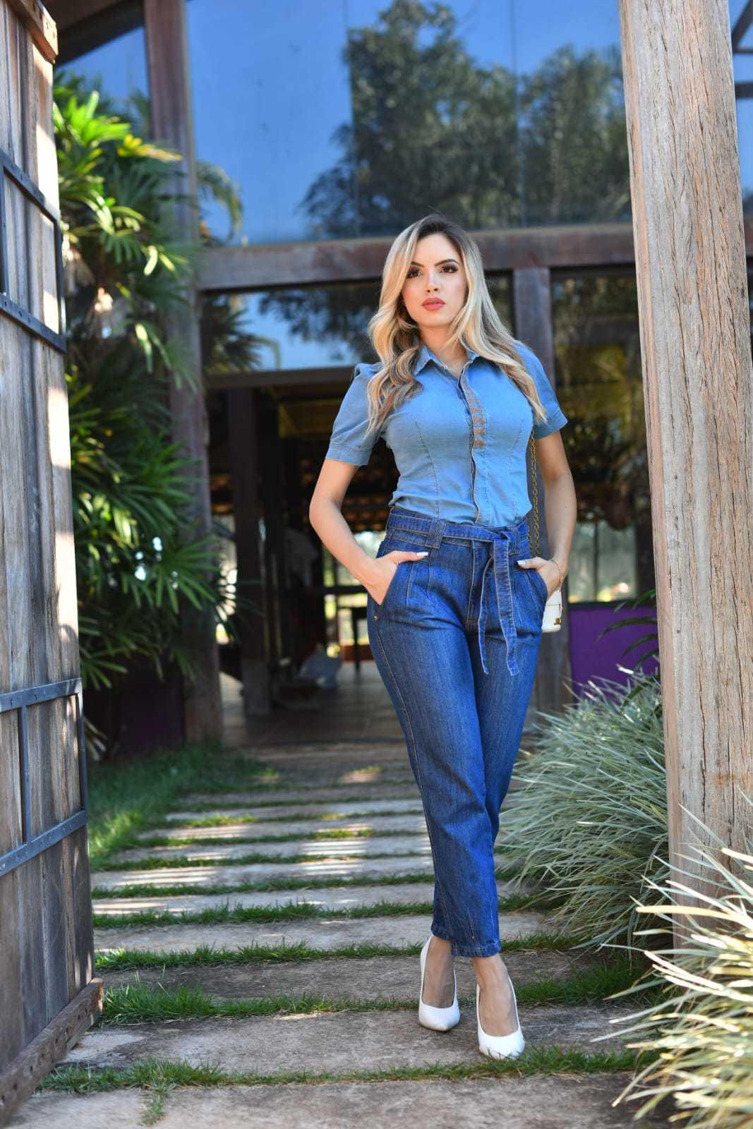 Calça Mom Jeans Escuro Cinto Amarração Omni Vinci