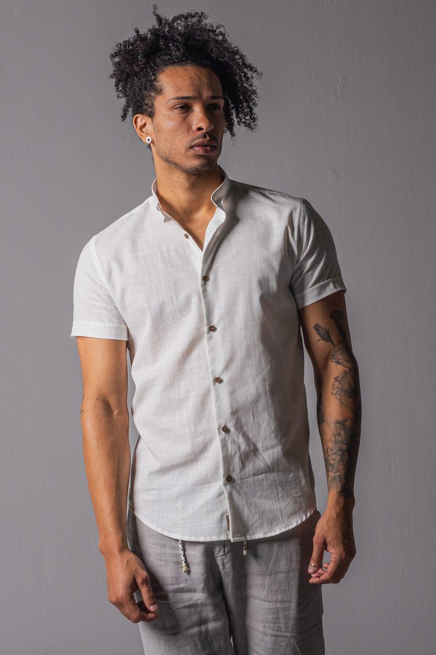 Camisa manga curta Linho branca Gola Padre