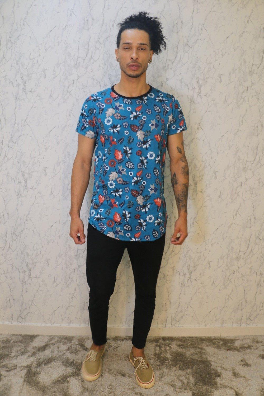 Camiseta Básica Long Line Estampa Floral Azul Turquesa Roma Outlet