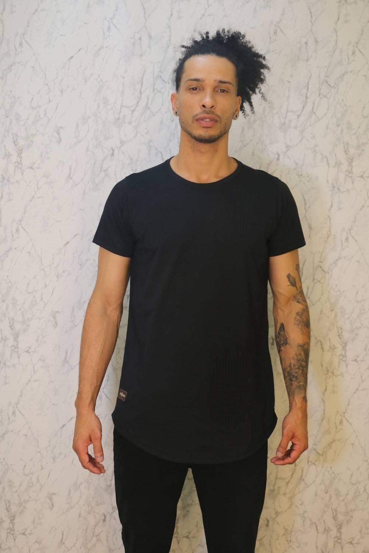Camiseta Básica Long Line Preta Roma Outlet
