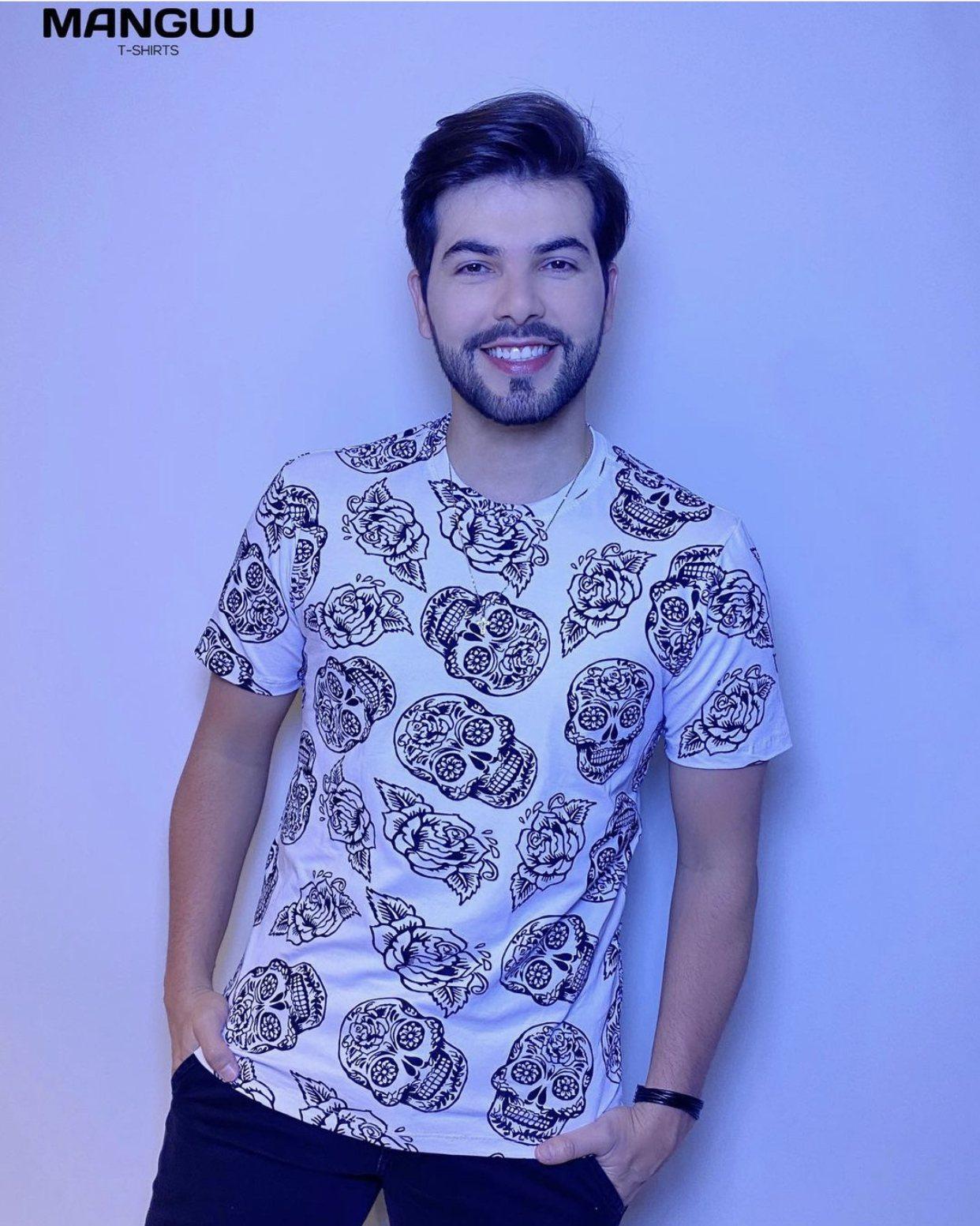 """Camiseta Gola """"O"""" - MANGUU T-SHIRTS"""