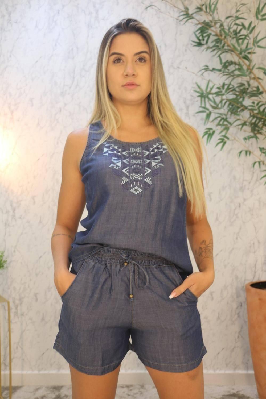 Conjunto Blusa Cavada com Bordado e Short Hitys Jeans