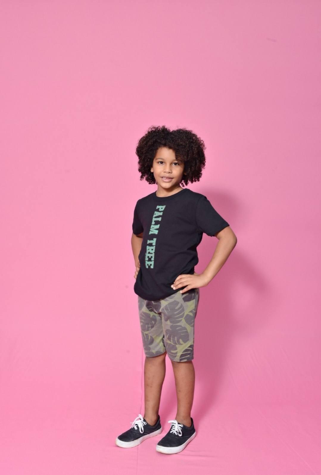 Conjunto masculino , bermuda estampada em folhagens e camiseta preta - CRUSH KIDS
