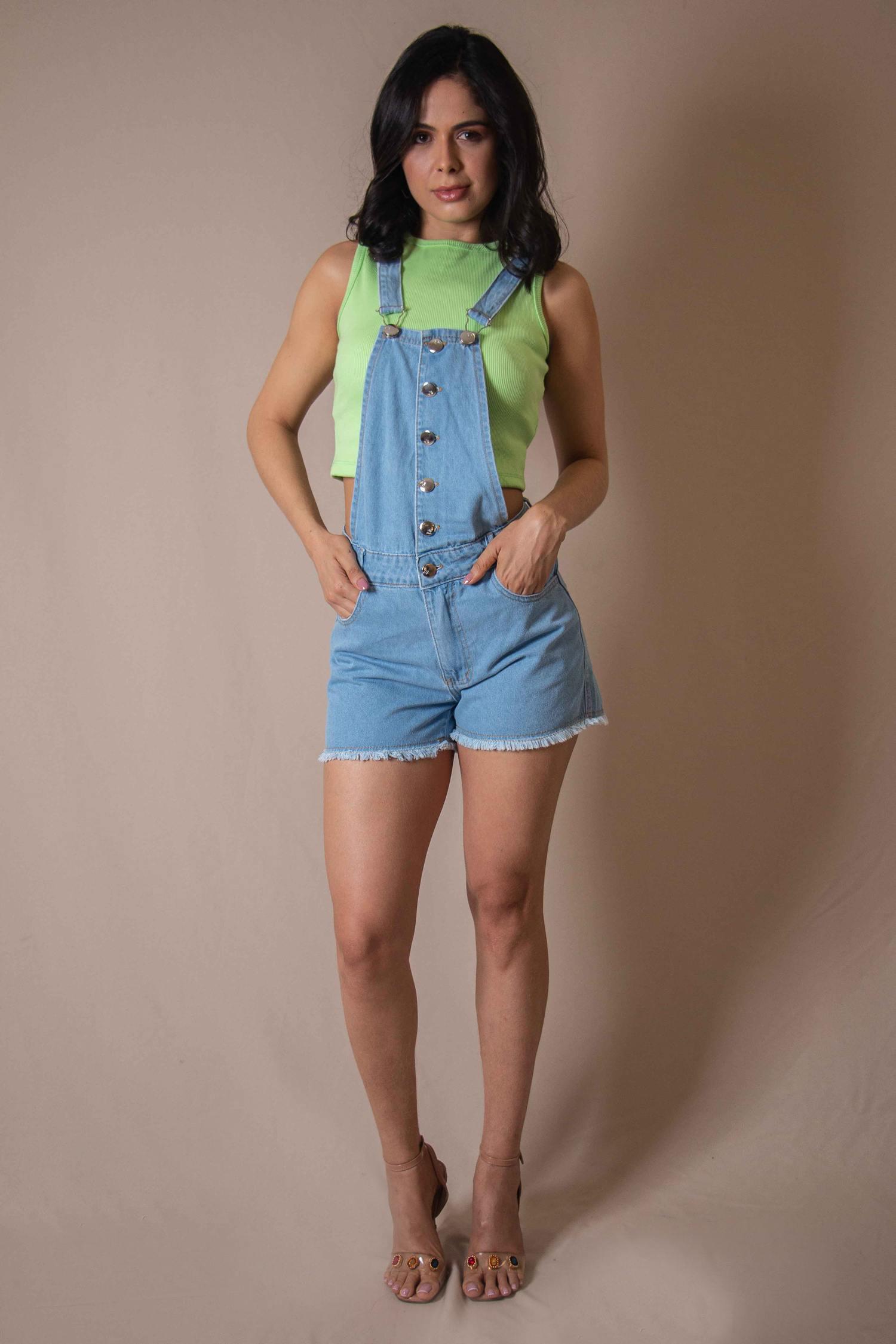 Jardineira Jeans com Botões Frontais e Barra Desfiada Jhemblo