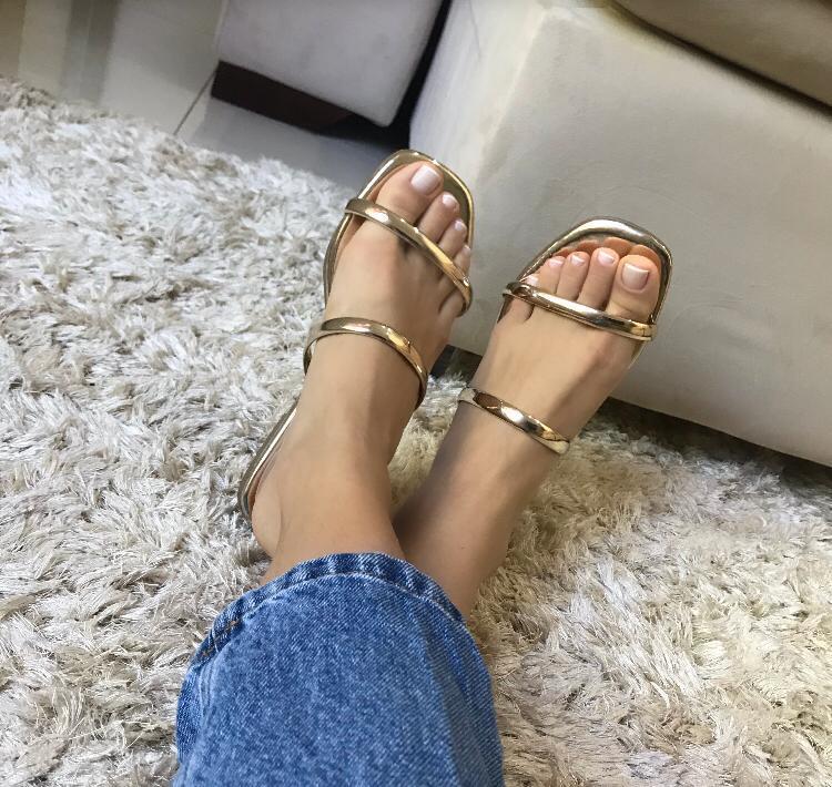 Sandália rasteirinha clara metalizada-avelle
