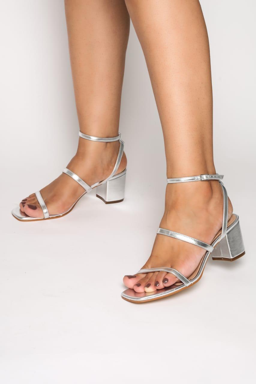 Sandália salto bloco metalizada - Meire Morais