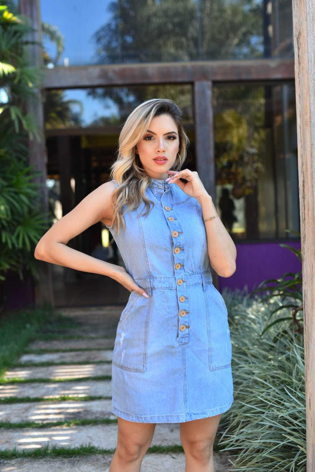 Vestido Jeans Claro Cavado com Bolsos Laterais Omni Vinci