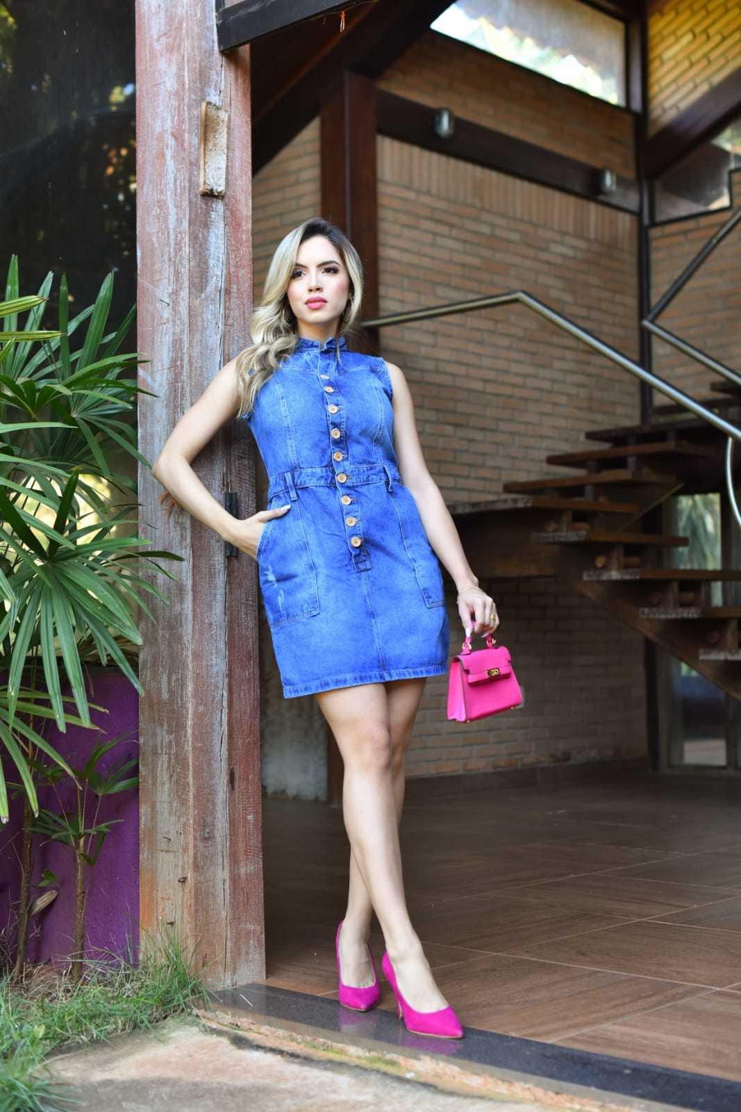 Vestido Jeans Médio Cavado com Bolsos Laterais Omni Vinci