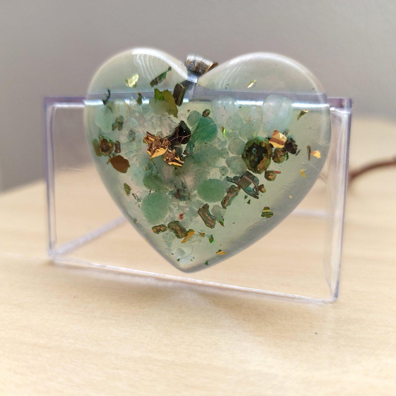 Colar de Orgonite - Coração com Quartzo Verde