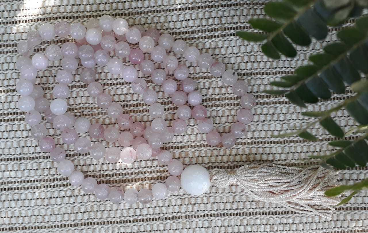 Japamala de 108 contas de pedra quartzo rosa