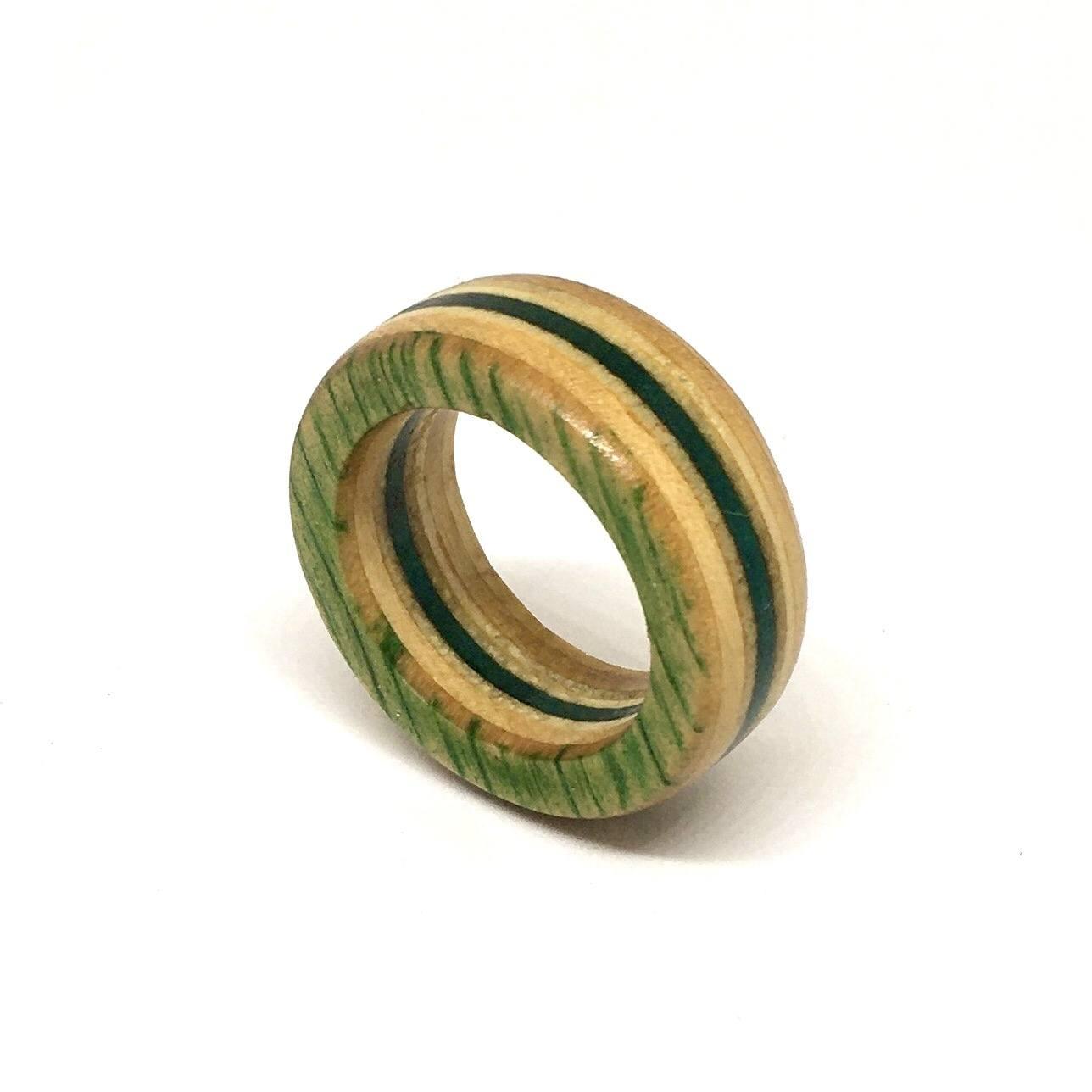 Anel aliança shape de skate verde e marfim