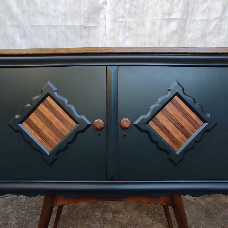 Armário Vintage, verde oliva, reformado por mim.