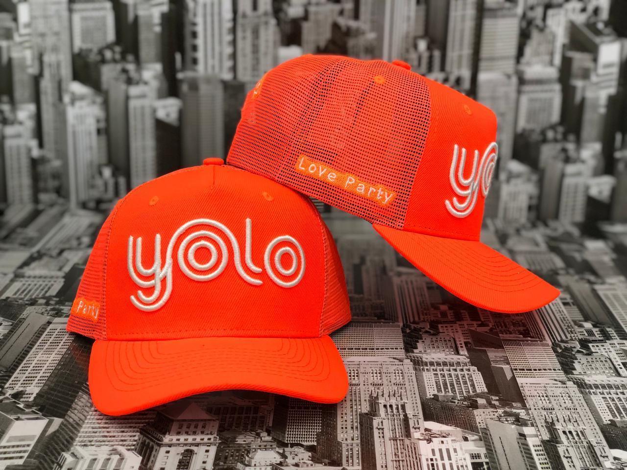 Boné Yolo laranja neon logo branco