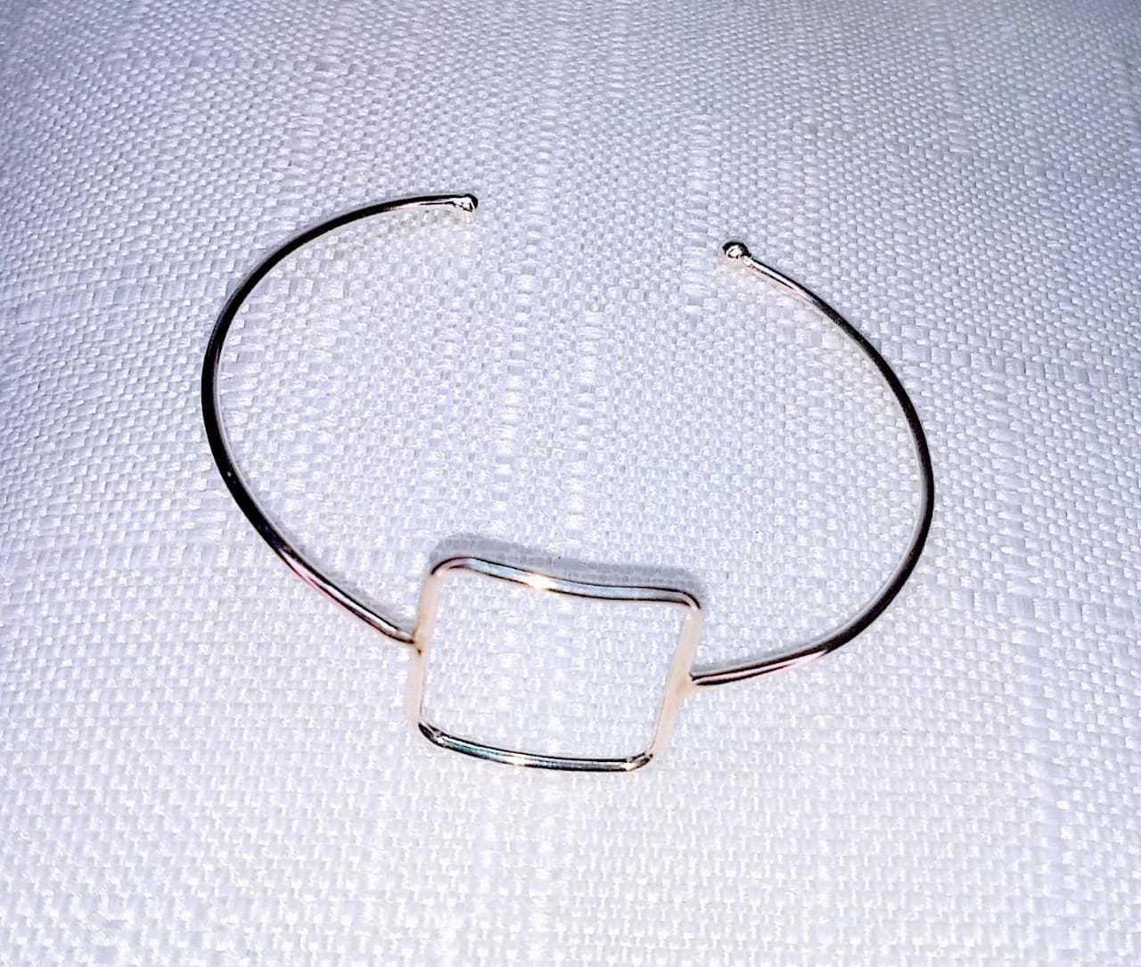 Bracelete Quadrado Vazado
