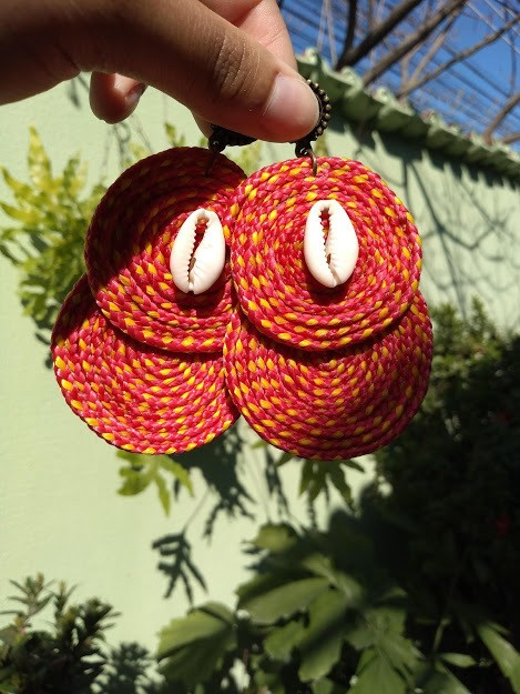 Brinco de corda artesanal com Búzio