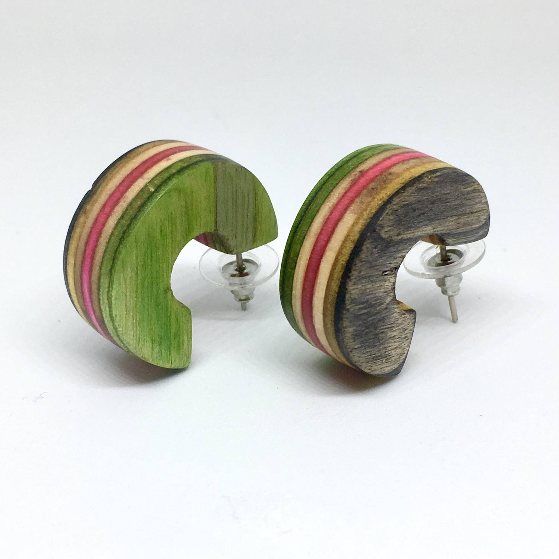 Brinco semicírculo shape de skate colorido