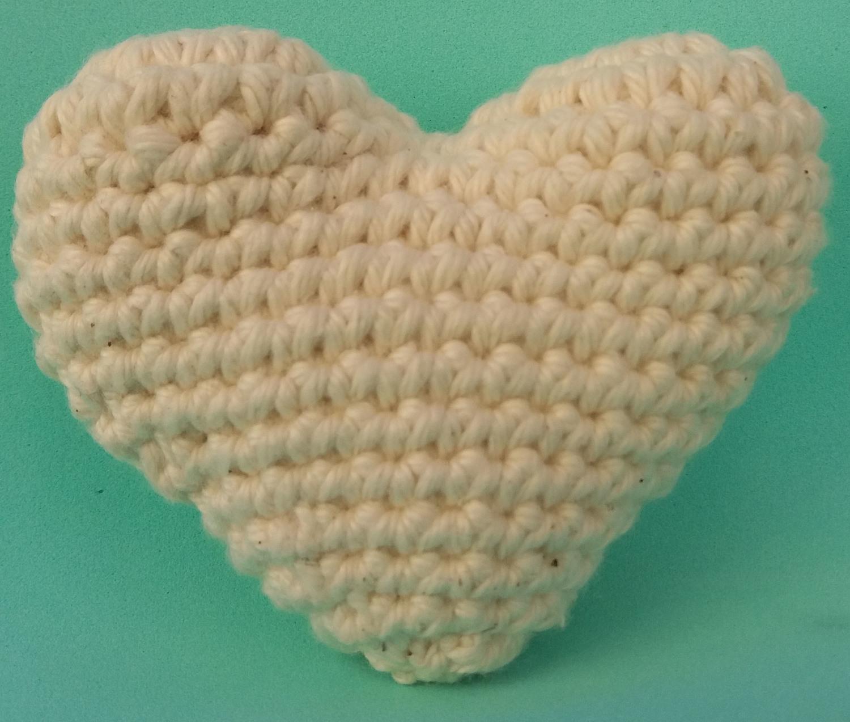 Coração  Amigurumi em crochê com 5 unidades