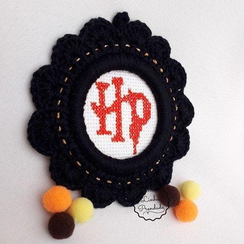 Moldura em Crochê com Harry Potter bordado em ponto cruz