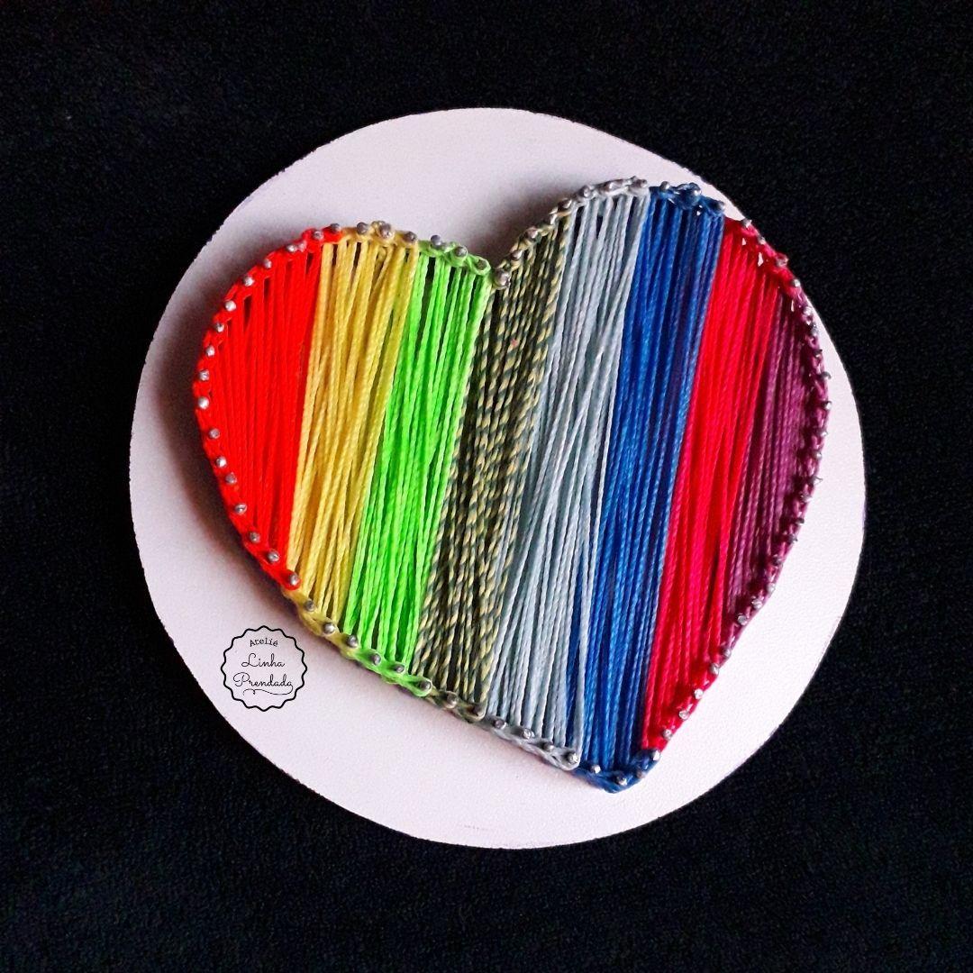 Quadro decorativo em string art Coração Colorido