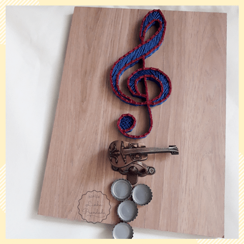 Quadro decorativo em string art Música com abridor de garrafas