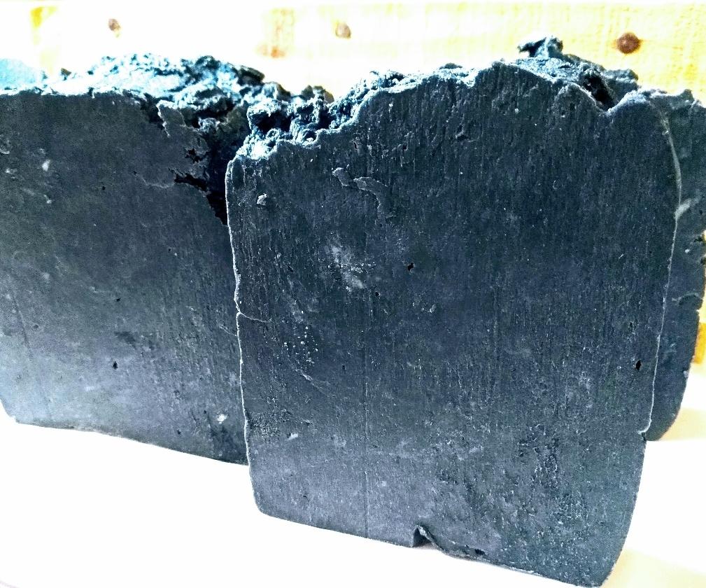 Sabonete Artesanal Detox de Carvão Ativado