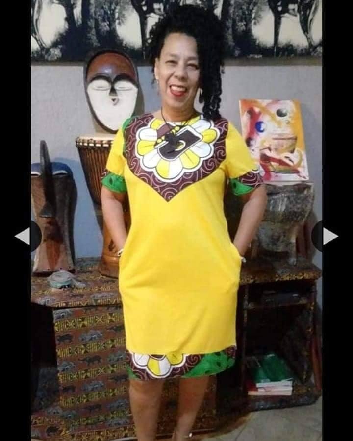 Vestido com detalhes em tecido africano