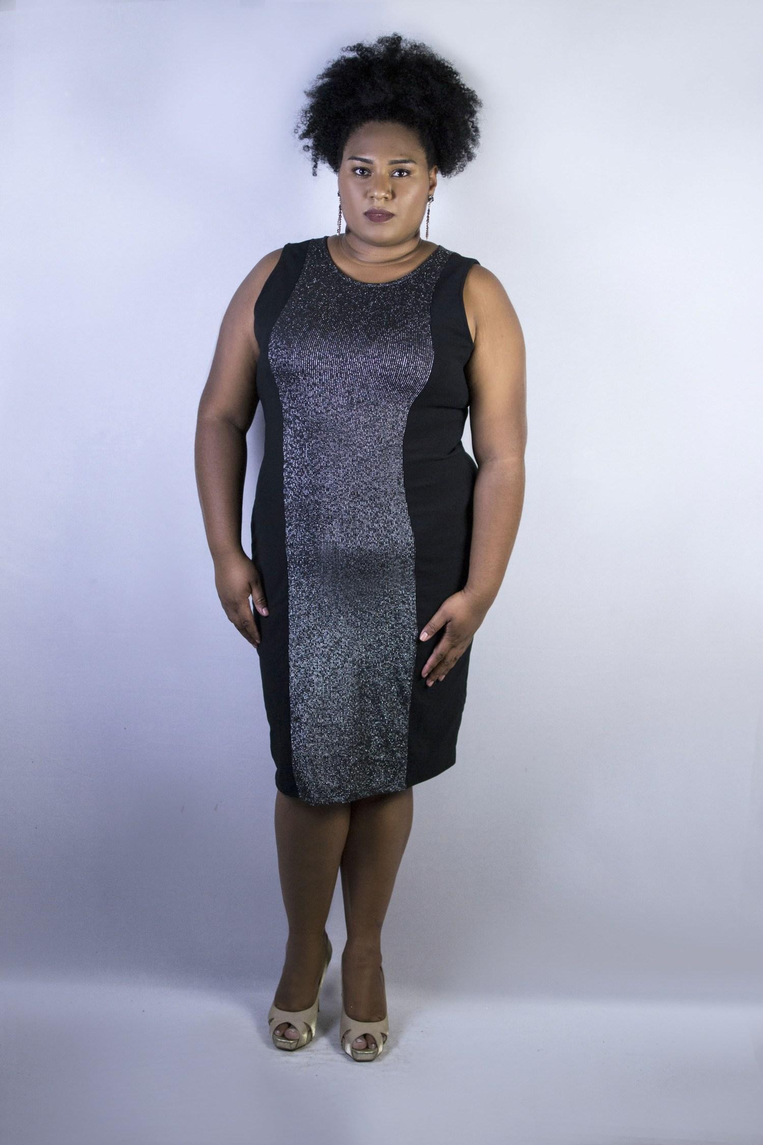 Vestido Com Recortes De Brilho Preto